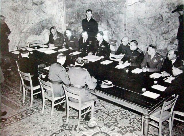 Momentul semnării capitulării, la Reims.