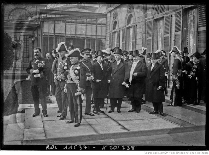 Ceremonia primirii Corpului Diplomatic acreditat la Paris de către Președintele Republicii Franceze, cu ocazia Anului Nou 1927. În prim plan, al treilea din stânga, este Constantin Diamandy (1868-1931), trimis extraordinar și ministru plenipotențiar al României în Franța între 1924-1930