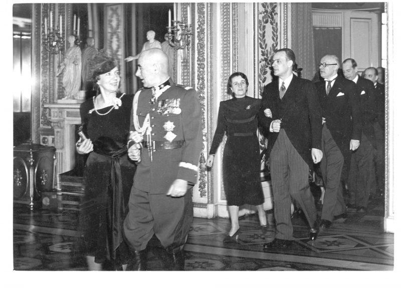 Varșovia 1939, mareșalul polonez Edward Rydz-Śmigły, ministrul de externe român Grigore Gafencu, ambasadorul României la Varșovia Richard Franasovici și ministrul de externe polonez Jozef Beck, împreună cu soțiile