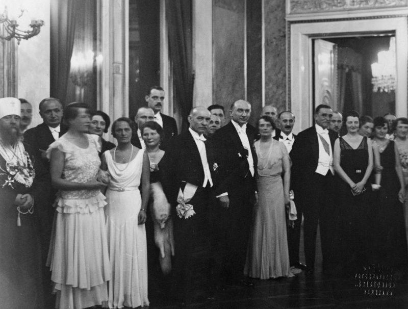 Varșovia 1936, în primul rând, așezați, miniștrii de externe român, Vicor Antonescu, și polonez, Jozef Beck