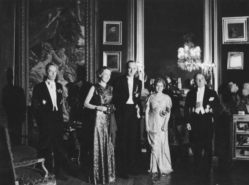Varșovia 1936, de la dreapta la stânga ministrul de externe român Victor Antonescu, ministrul de externe polonez Jozef Beck, împreună cu soțiile, și Aleksander Łubieński, șeful de protocol al Ministerului Afacerilor Externe al Poloniei