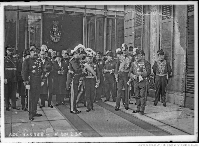 Ceremonia primirii Corpului Diplomatic acreditat la Paris de către Președintele Republicii Franceze, cu ocazia Anului Nou 1927. În centrul fotografiei, strângându-ise mâna, este Constantin Diamandy (1868-1931), trimis extraordinar și ministru plenipotențiar al României în Franța între 1924-1930